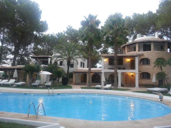 Agroturismo Sa Talaia: piscina y casa principal