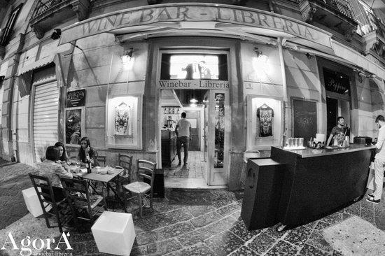 AgorA' Vineria/Libreria