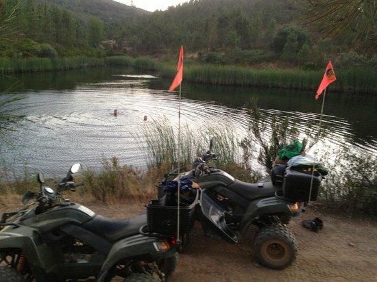 Hugo's Quad Bike Adventure : Break for a swim