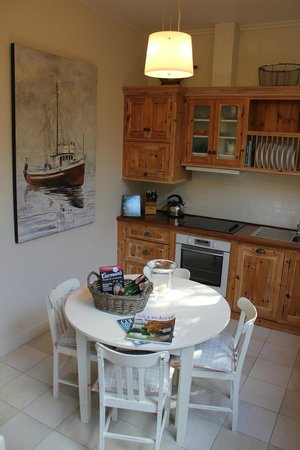 Birks Harbour - Boathouse & Birks River Retreats: Sunroom Kitchen Riverview Retreat