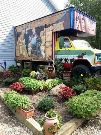 Mister Ed's Elephant Museum : pez truck