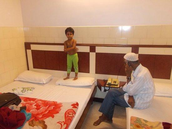 Mannars Yatrinivas: My kid at MTR Yatra nivas