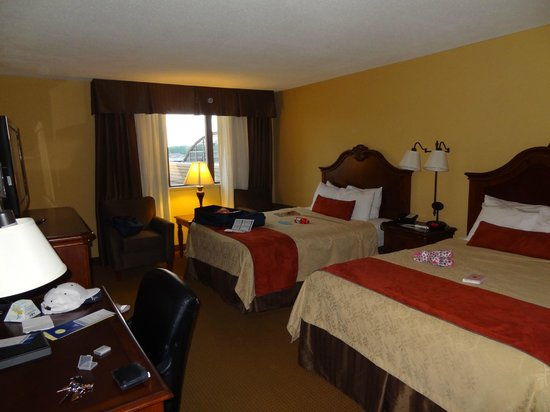Best Western Plus Dubuque Hotel & Conference Center: Clean comfy room.