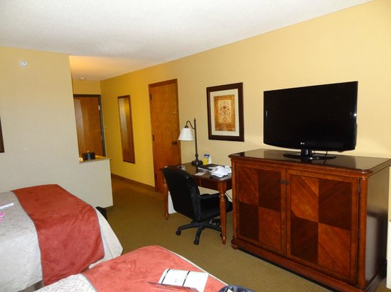Best Western Plus Dubuque Hotel & Conference Center: Nice size TV