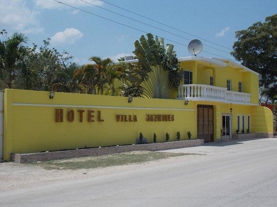 San Benito, Guatemala: Front of hotel