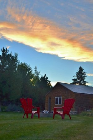 Atomic Chalet Bed & Breakast: Sunset