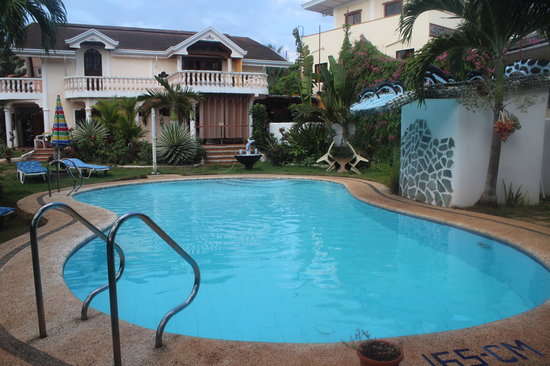 Frendz Resort and Hostel Boracay: the swmming pool and the admistration house