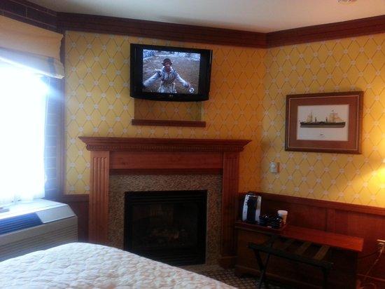 Napa River Inn at the Historic Napa Mill: Wonderful Fireplace