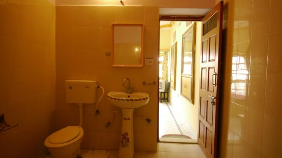 bath room of deluxe room at hotel roop mahal
