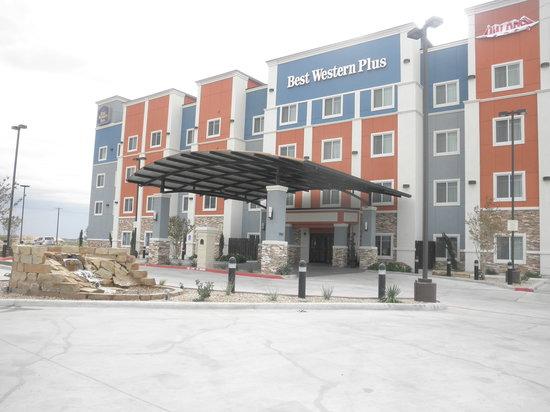 BEST WESTERN PLUS North Odessa Inn & Suites : FRONT VIEW