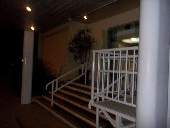 Aristus Hotel: Entrada