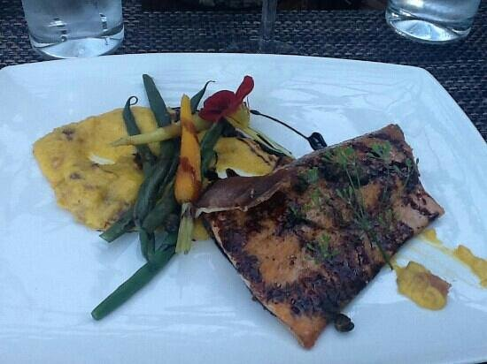 Loondocks Restaurant: Very yummy maple trout