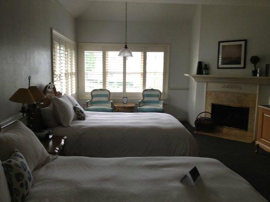Blue Lantern Inn - A Four Sisters Inn : Comfortable, spacious room