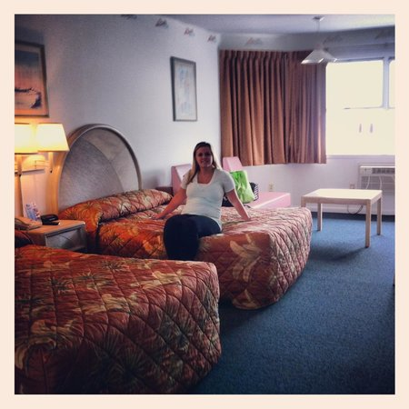 Sea-N-Sun Resort Motel: Granddaughter Ashley enjoying the room!