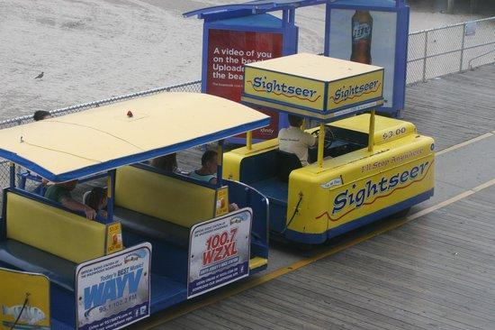 Sea-N-Sun Resort Motel : View from our window - Watch the Tram Car Please!