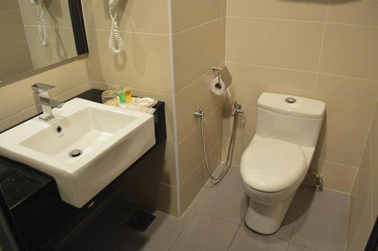 Marvelux Hotel: Bathroom...