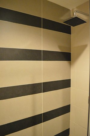 Marvelux Hotel: Bathroom shower head...