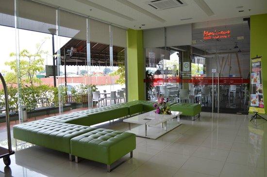 Marvelux Hotel: Hotel lobby...