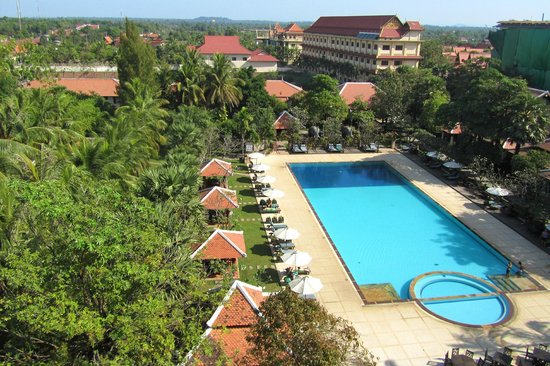 Royal Angkor Resort & Spa: View of the back of the hotel