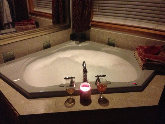 Echo Canyon Spa Resort: Bubble bath at echo canyon