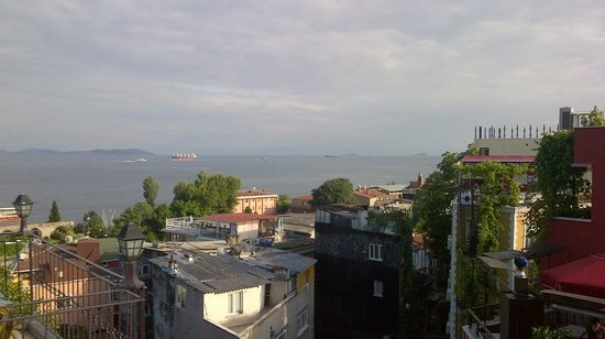 Hotel Alp Guesthouse: View of the Marmara Sea from the terrace