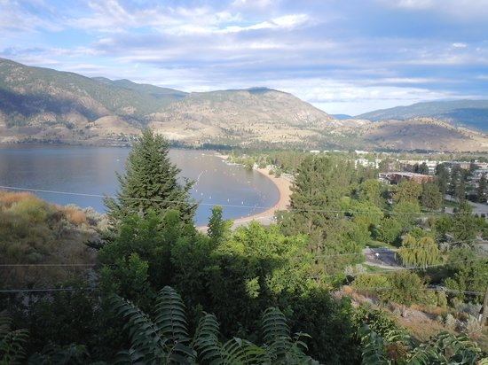 Above The Beach Bed & Breakfast: Overlooking Skaha Lake