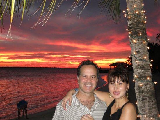 Harbour Village Beach Club: sunset near the restaurant