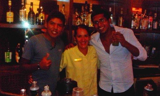Vamar Vallarta All Inclusive Marina and Beach Resort: Con la barman DIANA