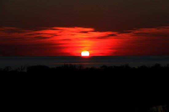 Sheraton Colonia Golf & Spa Resort: The Sunset over the Rio de la  Plata!