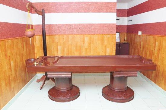 Sreekrishna Ayurveda Panchakarma Centre: one of 8 massage rooms