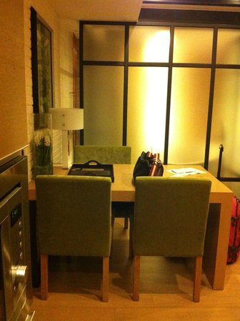 Yin Serviced Apartments: Small dining table good for 2