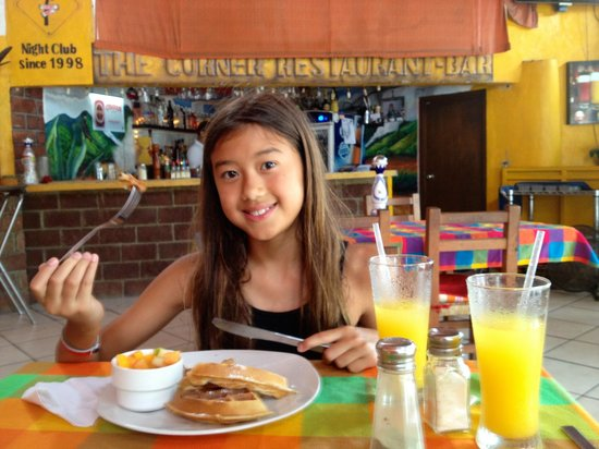 La Casa del Cuervo: Late breakfast at Corner Restaurant