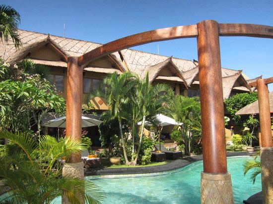 Puri Madawi: Suites overlook pool