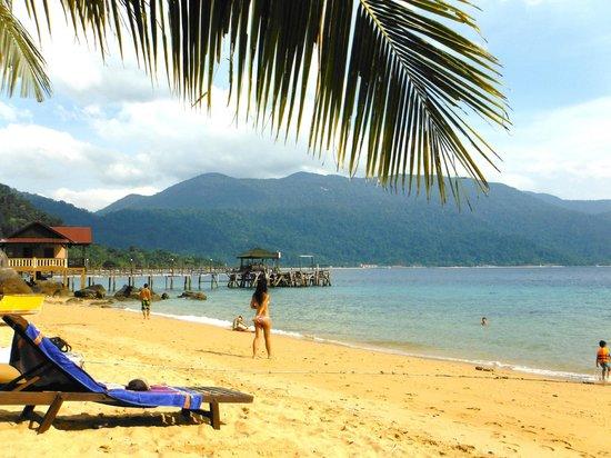 Panuba Inn Resort: beach in front of hotel