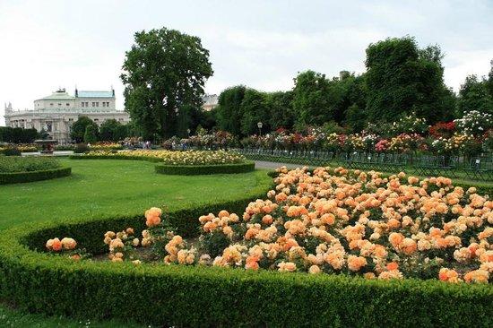 Volksgarten: Overview of the garden