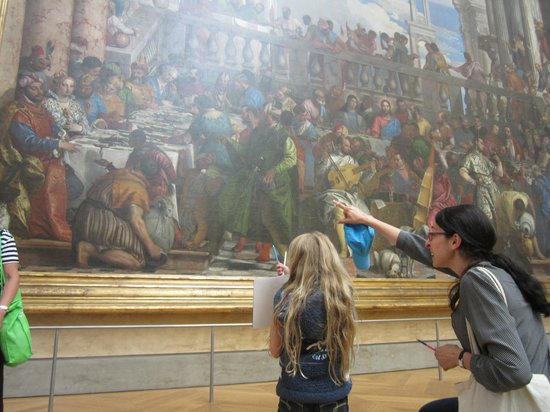 Context Paris Tours : Context Tours docent Lisa Cherkerzian and our daughter in the Louvre.