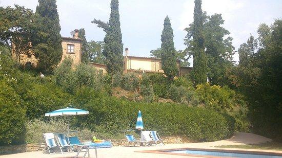 La Valle: Blick vom Pool zu den Häusern