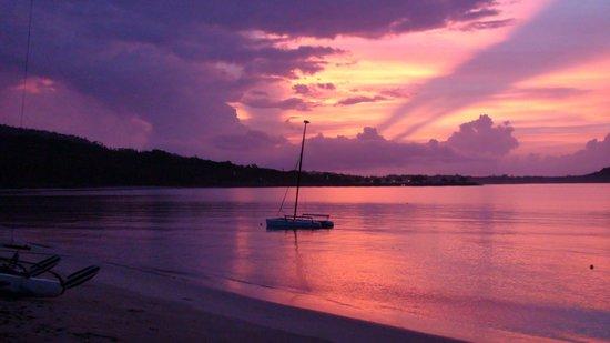 Jinta Beach Bungalow : L'alba a 10 metri dal bungalow
