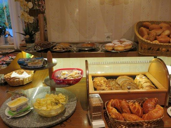 Zur Schonen Aussicht: ontbijtbuffet