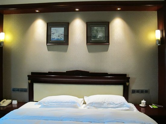 Fragrant Hill Hotel: Room