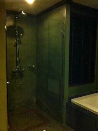 Nora Buri Resort & Spa: Shower