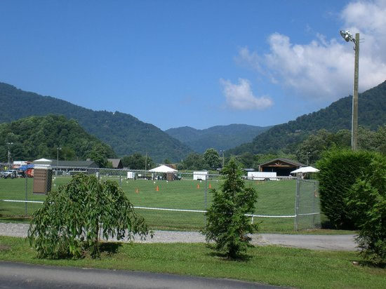 Smoky View Cottages & RV Resort: Maggie Valley Festival Grounds