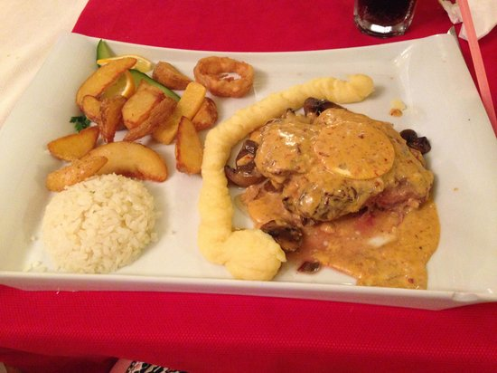 The Lemon Tree Restaurant: Mamas special steak, absolutely gorgeous