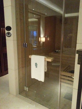 Breakfast time picture of banyan tree macau macau for Master bathroom with sauna
