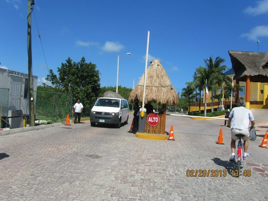 The Reef Coco Beach: Security at the entrance