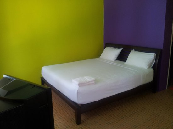 Shady Resort : Chambre (Bungalow violet)