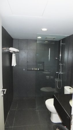 BEST WESTERN PLUS @ 20 Sukhumvit: Bathroom