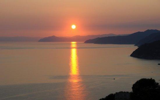 Hotel La Giada del Mesco: A l'heure de l'apéro , coucher de soleil .