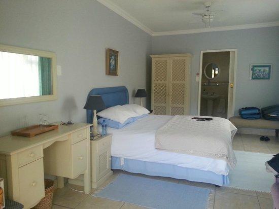 The Anchorage B&B: Bedroom and en suite