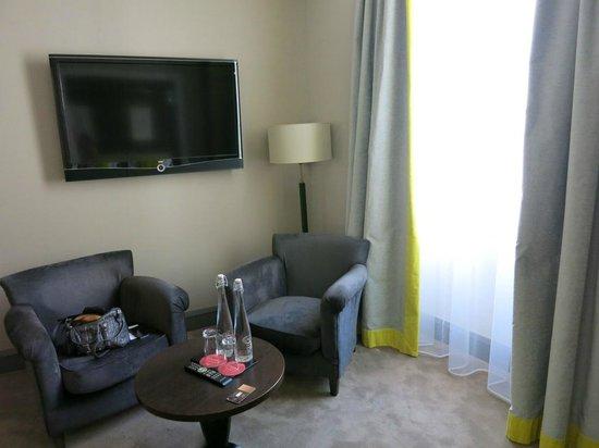 Hotel Le Mathurin: Lounge area in room